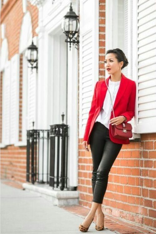 outfits-formal-blazer-rojo-pantalon-engomado