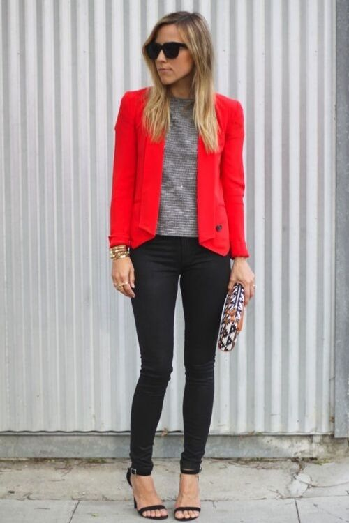 outfits-formal-blazer-rojo-pantalon-negro