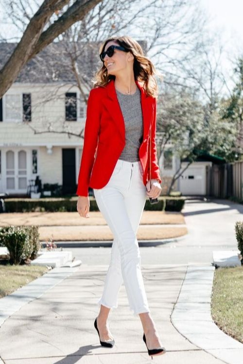 outfits-formal-blazer-rojo-pantalon-blanco